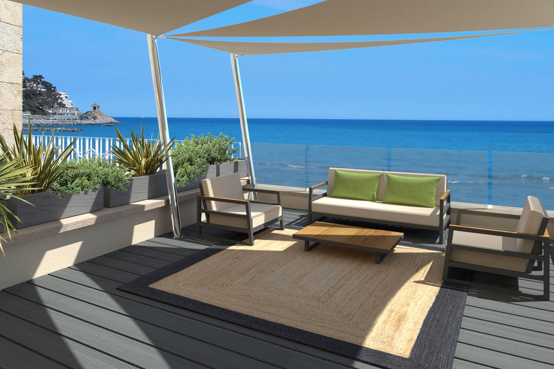 Bright beachfront apartment with a beautiful terrace - 22