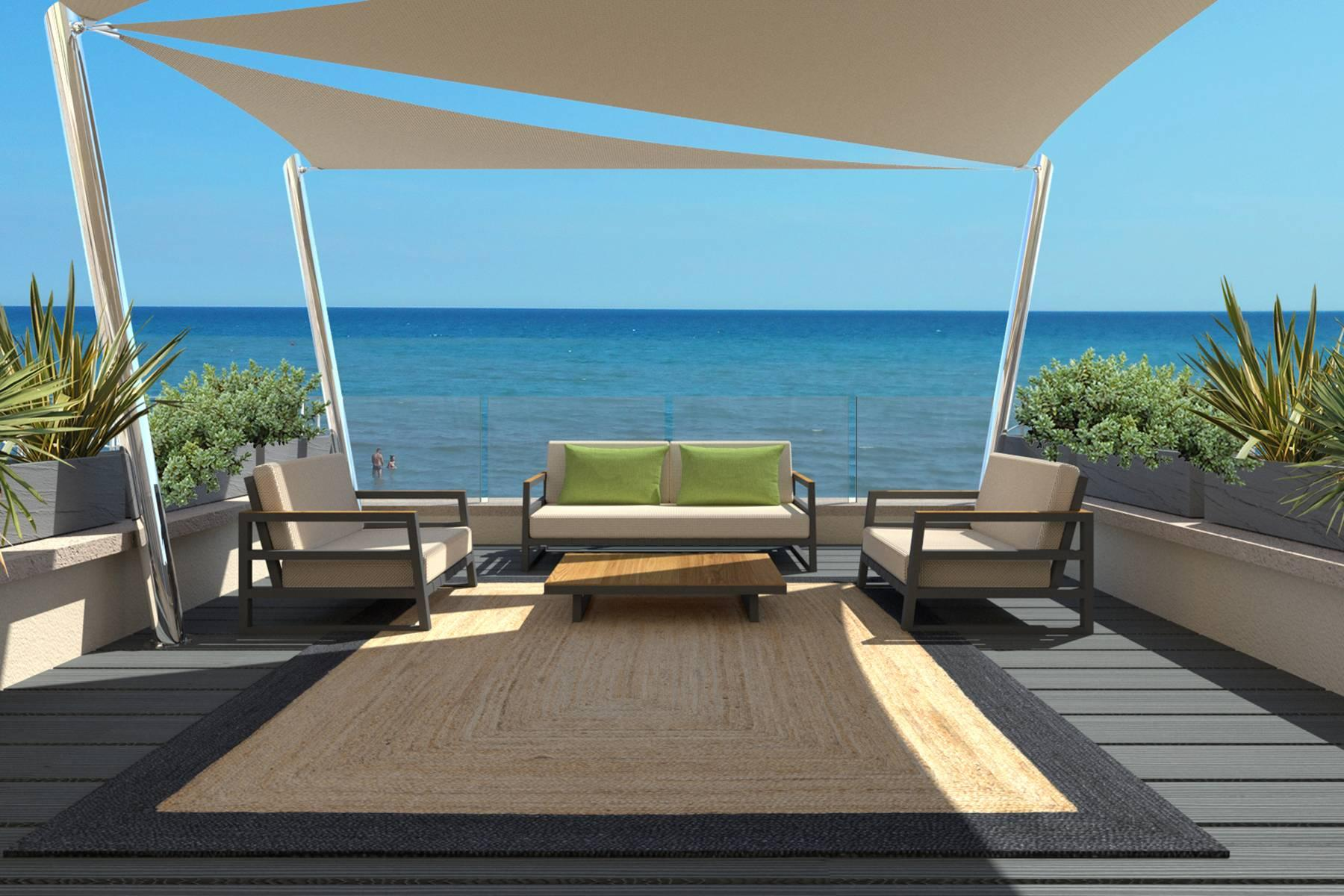 Bright beachfront apartment with a beautiful terrace - 24