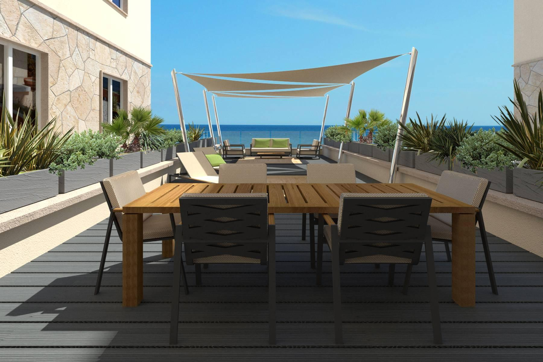 Bright beachfront apartment with a beautiful terrace - 23