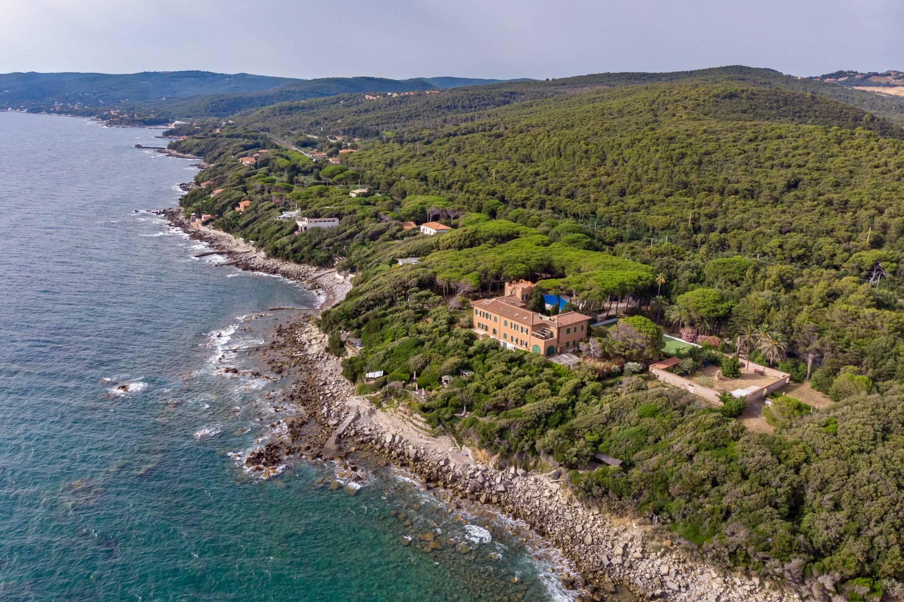 Apartment with private garden and access to the sea in a historic villa - 33