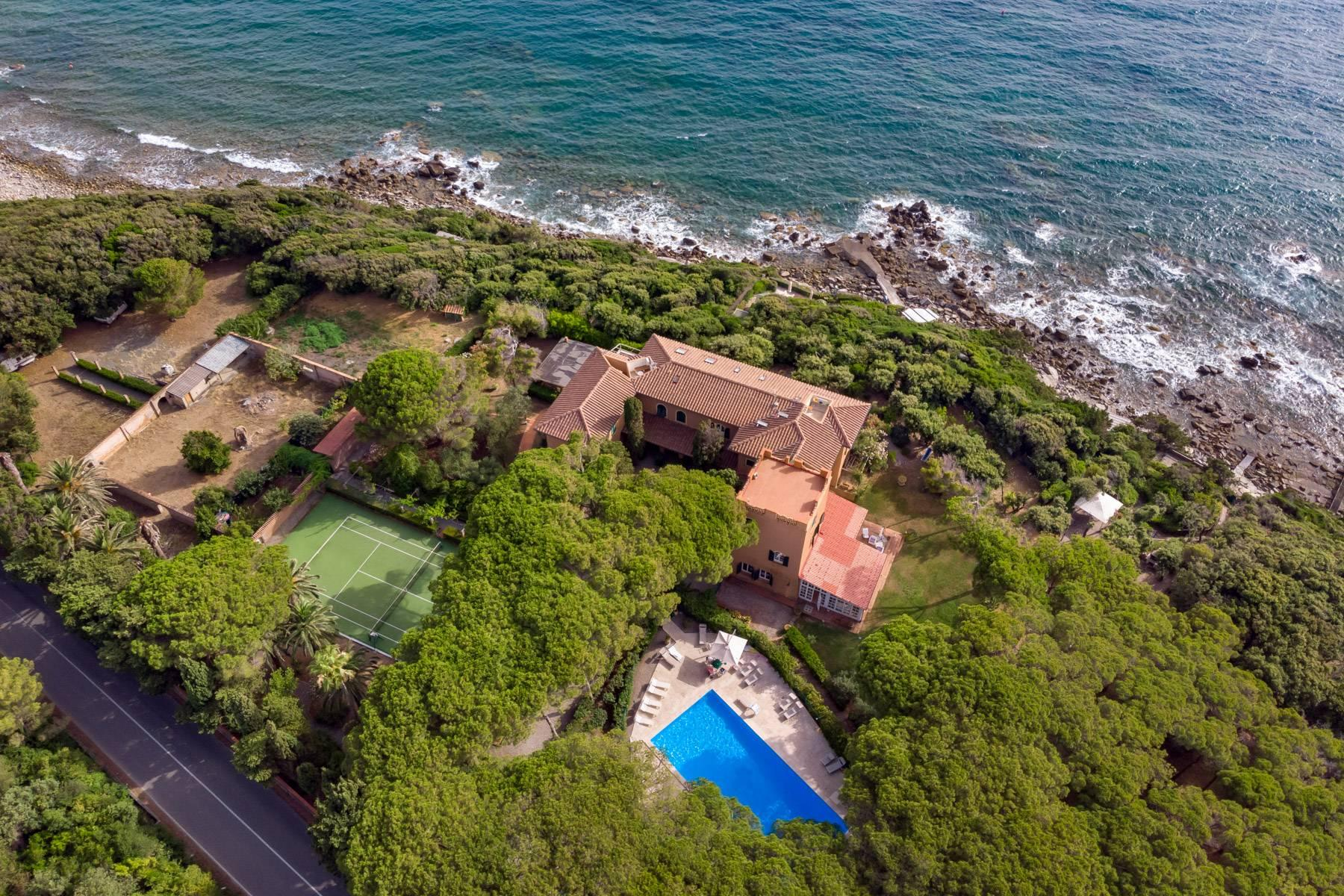 Apartment with private garden and access to the sea in a historic villa - 32