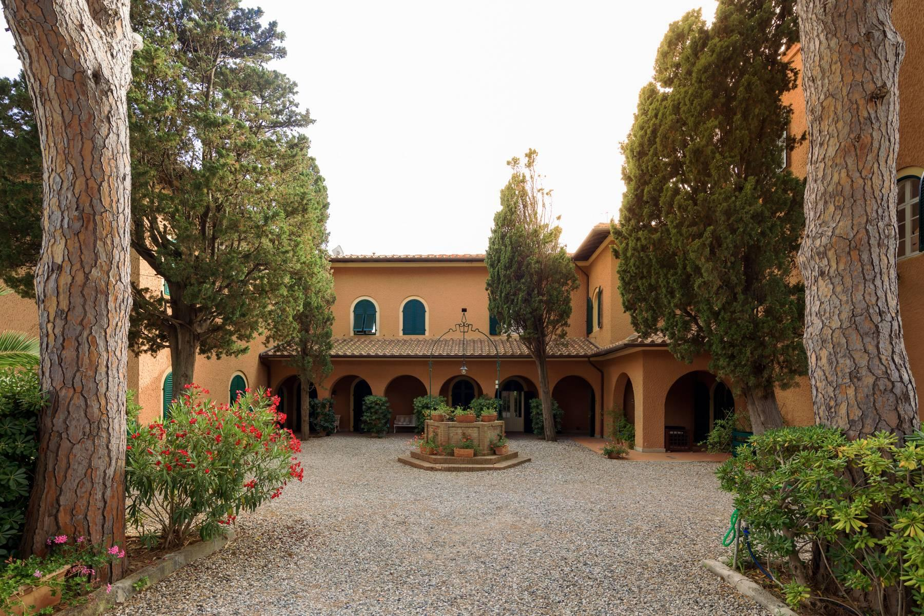 Apartment with private garden and access to the sea in a historic villa - 31