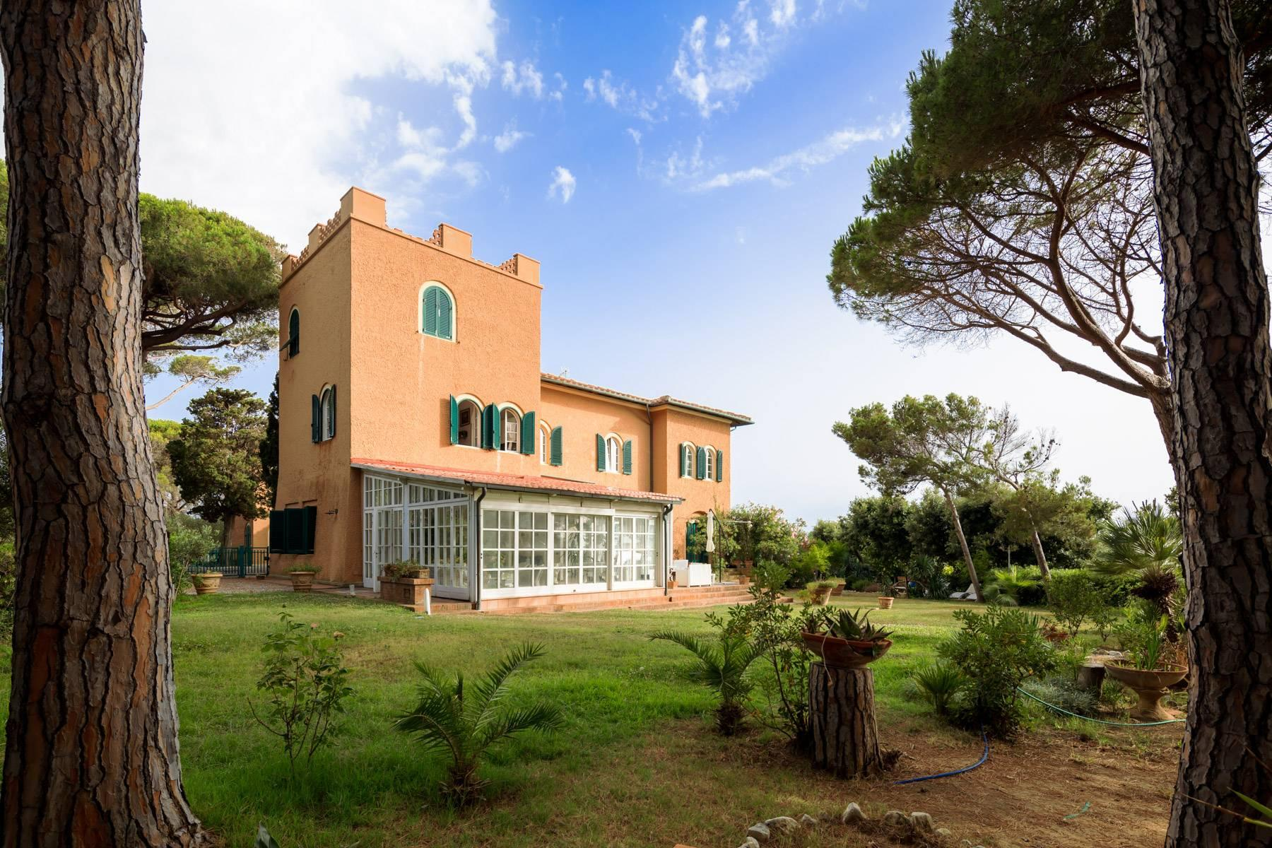 Apartment with private garden and access to the sea in a historic villa - 12