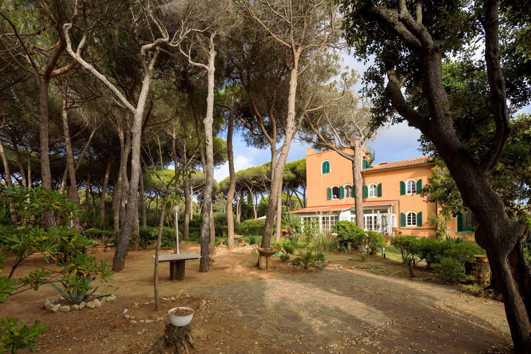 Apartment with private garden and access to the sea in a historic villa - 11