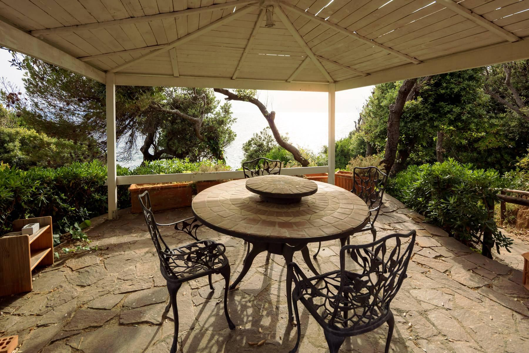 Apartment with private garden and access to the sea in a historic villa - 17