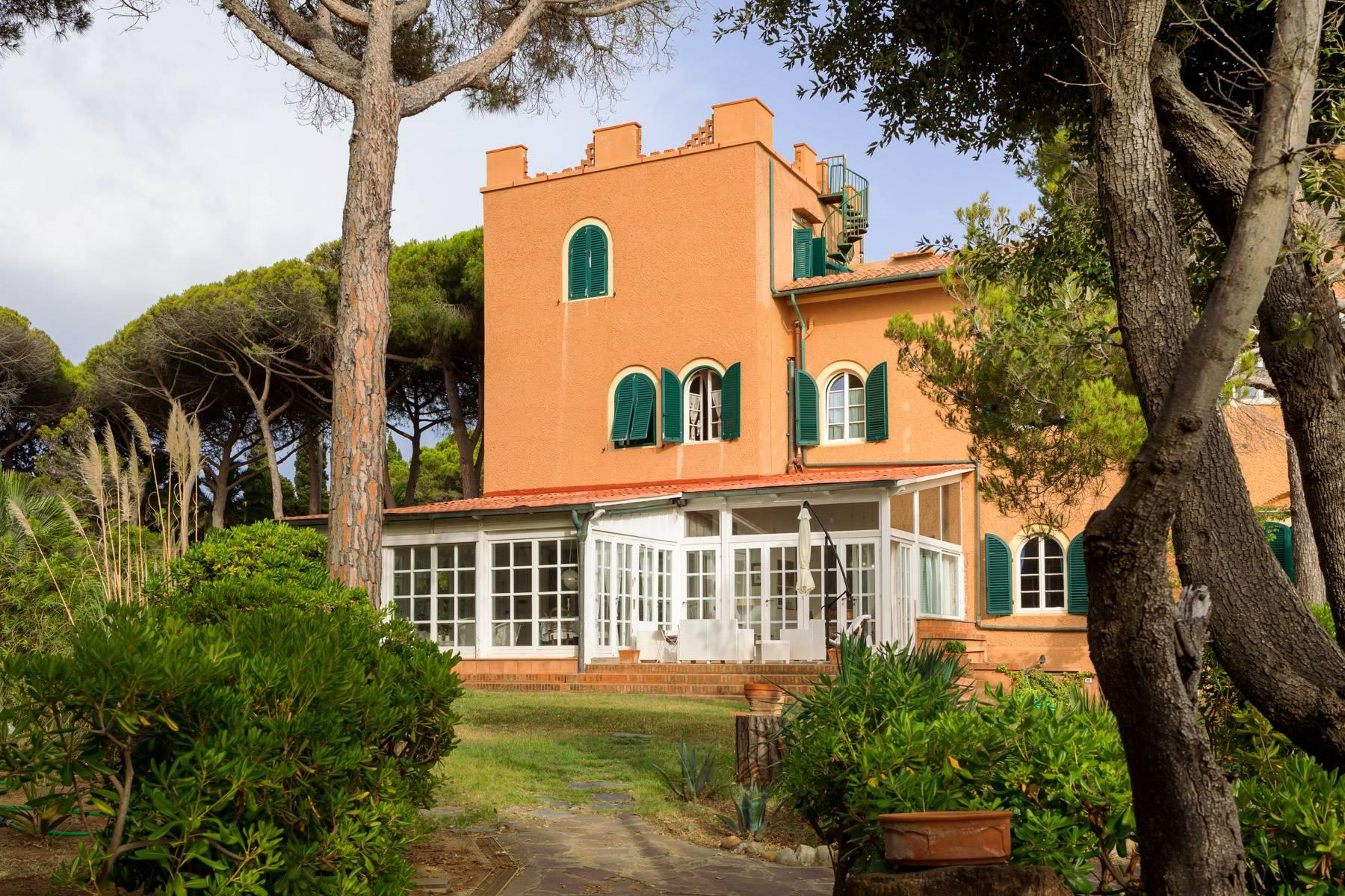 Apartment with private garden and access to the sea in a historic villa - 28