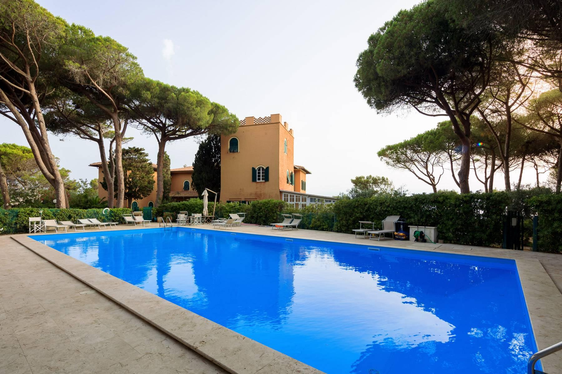 Apartment with private garden and access to the sea in a historic villa - 14