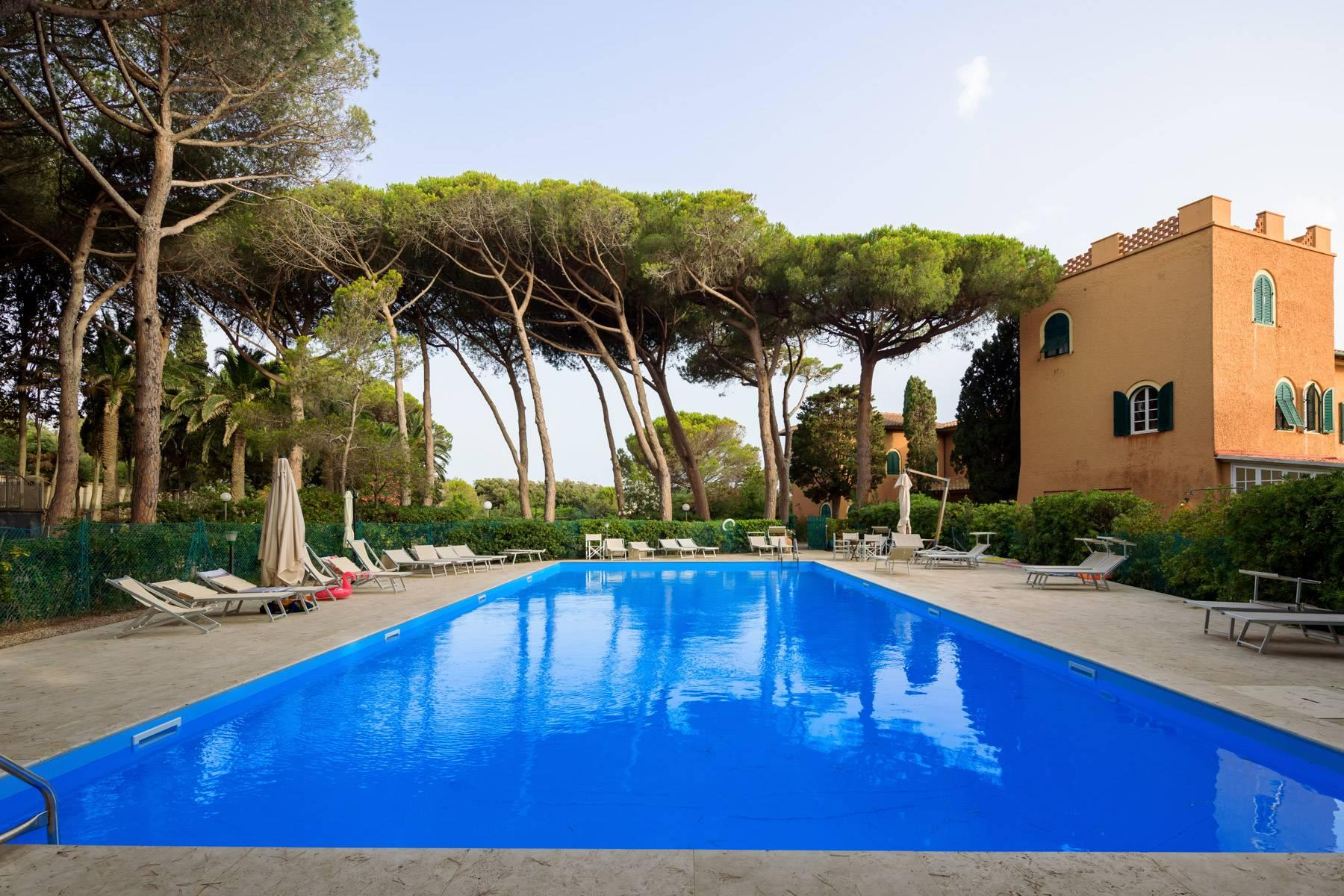 Apartment with private garden and access to the sea in a historic villa - 13