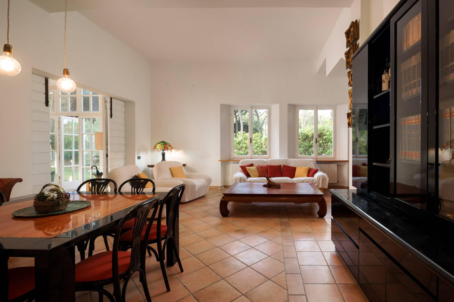 Apartment with private garden and access to the sea in a historic villa - 9