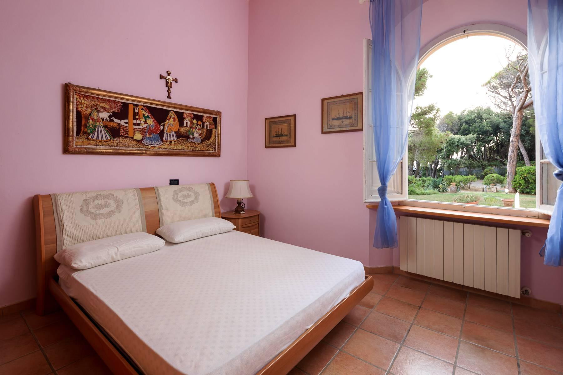 Apartment with private garden and access to the sea in a historic villa - 10