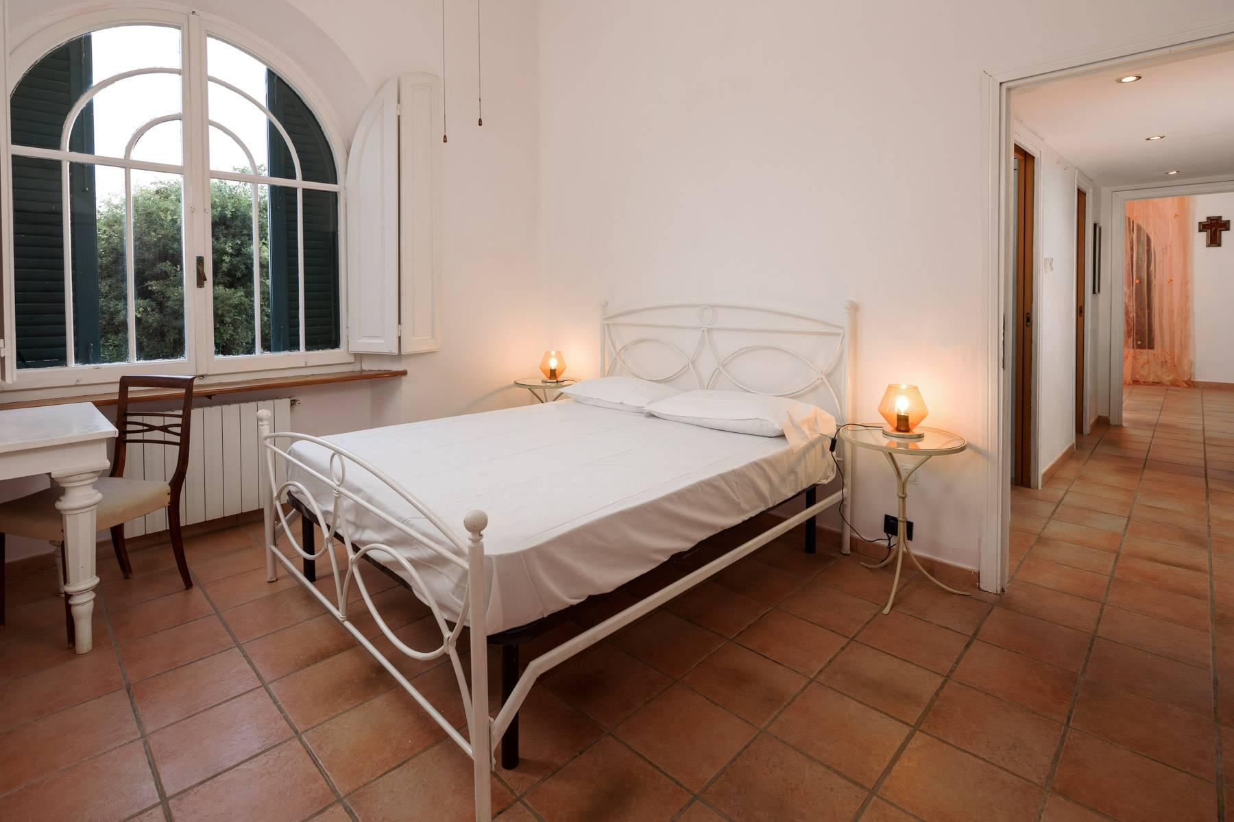 Apartment with private garden and access to the sea in a historic villa - 25