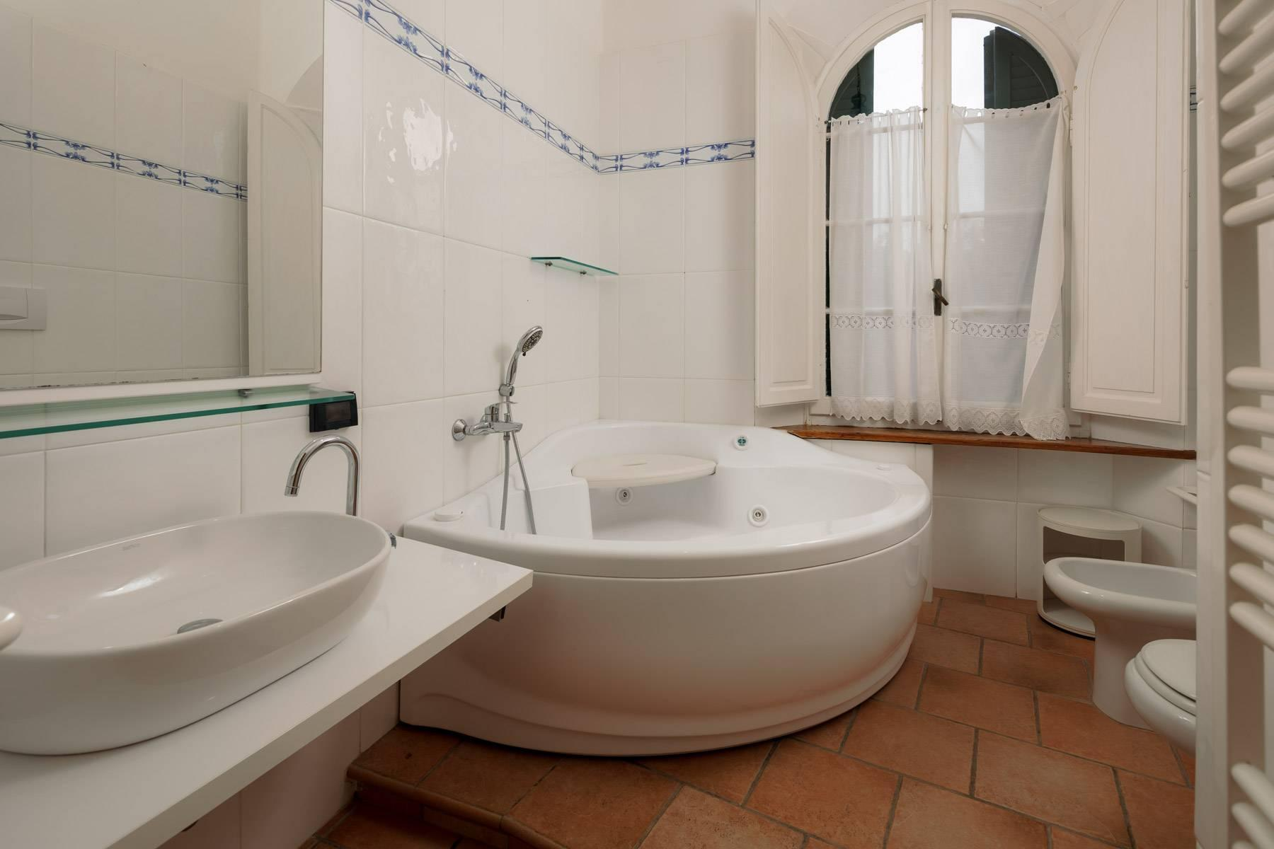 Apartment with private garden and access to the sea in a historic villa - 26