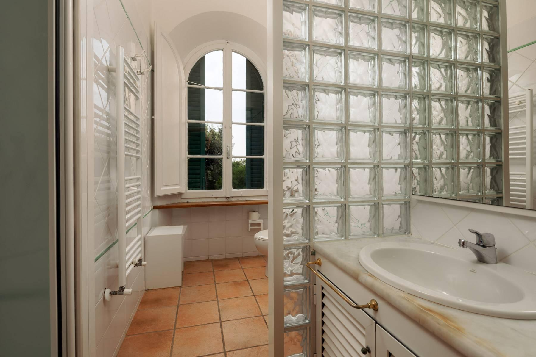 Apartment with private garden and access to the sea in a historic villa - 27