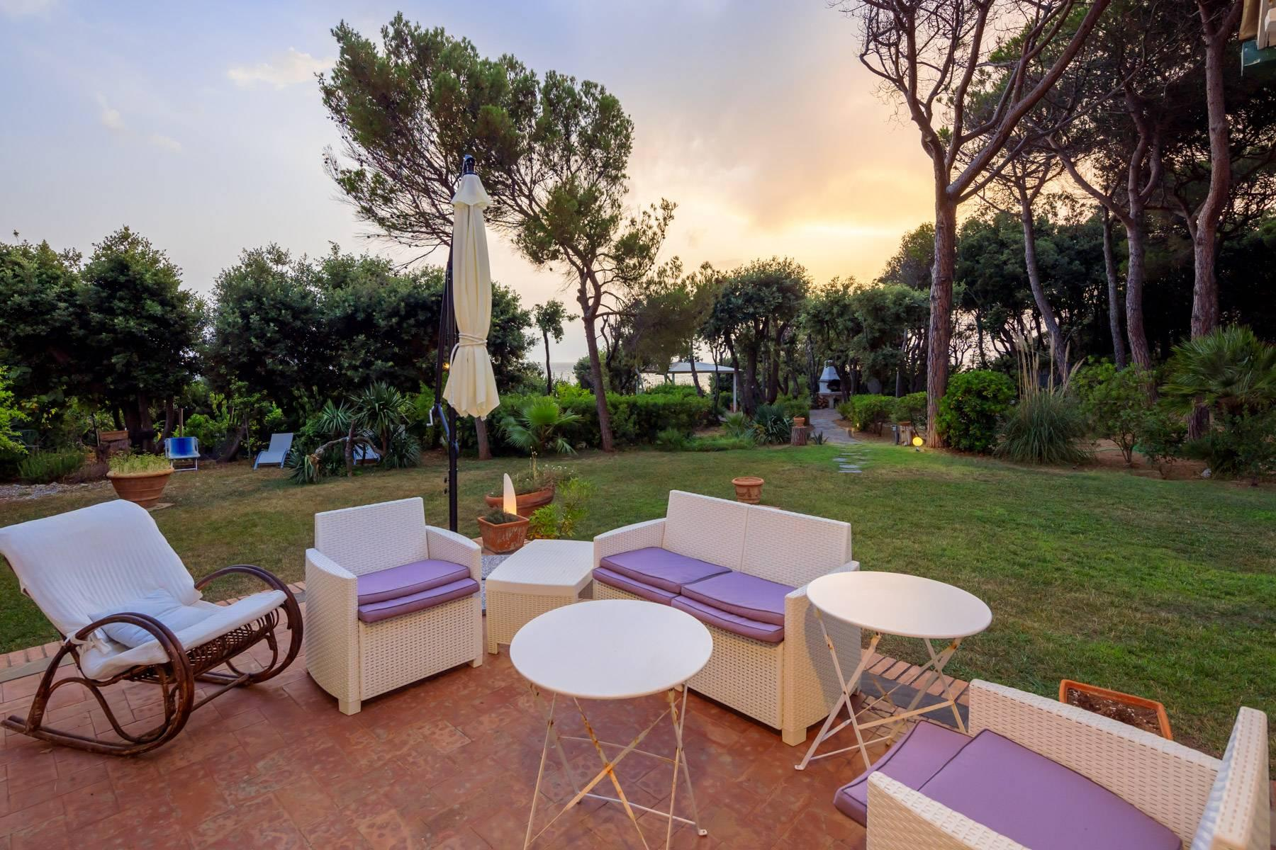 Apartment with private garden and access to the sea in a historic villa - 16