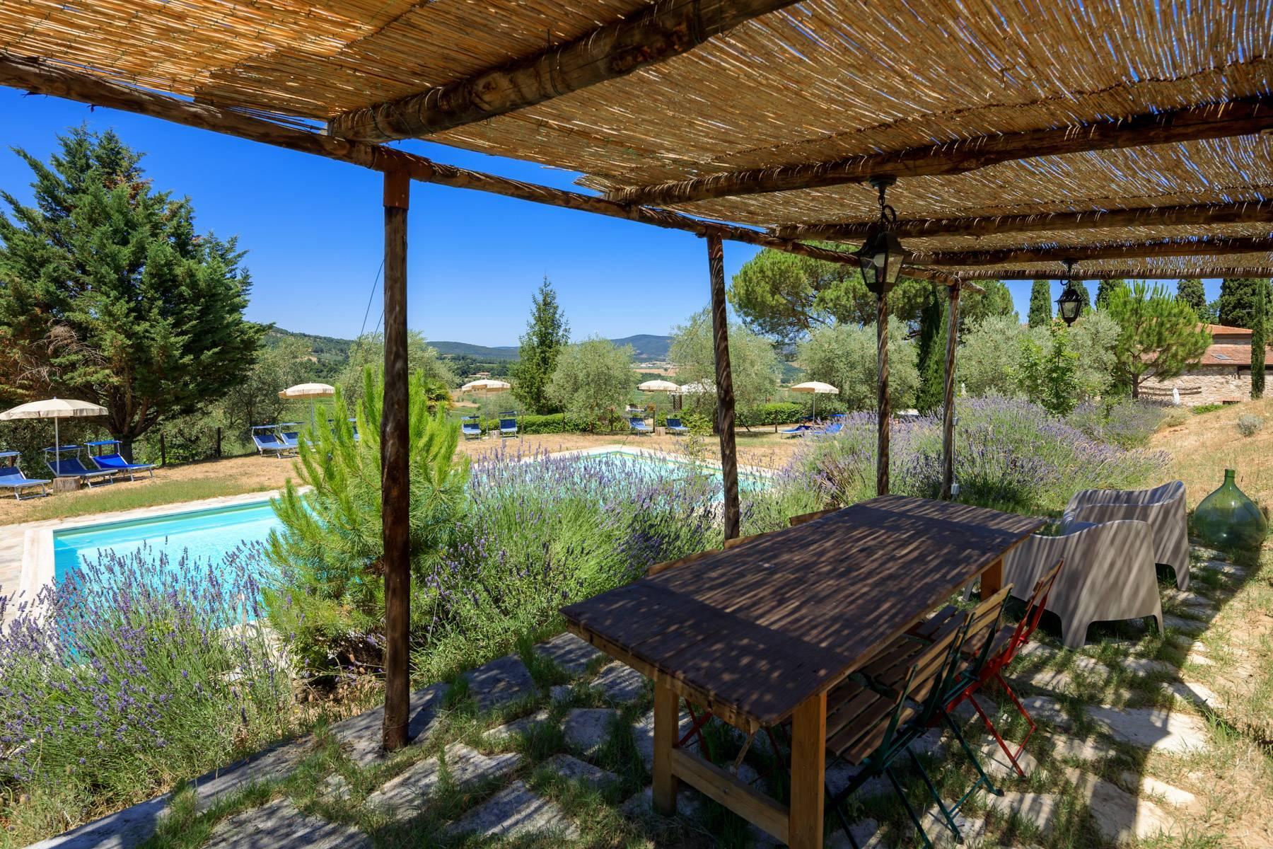 Storico casale nel cuore delle crete senesi con piscina - 5