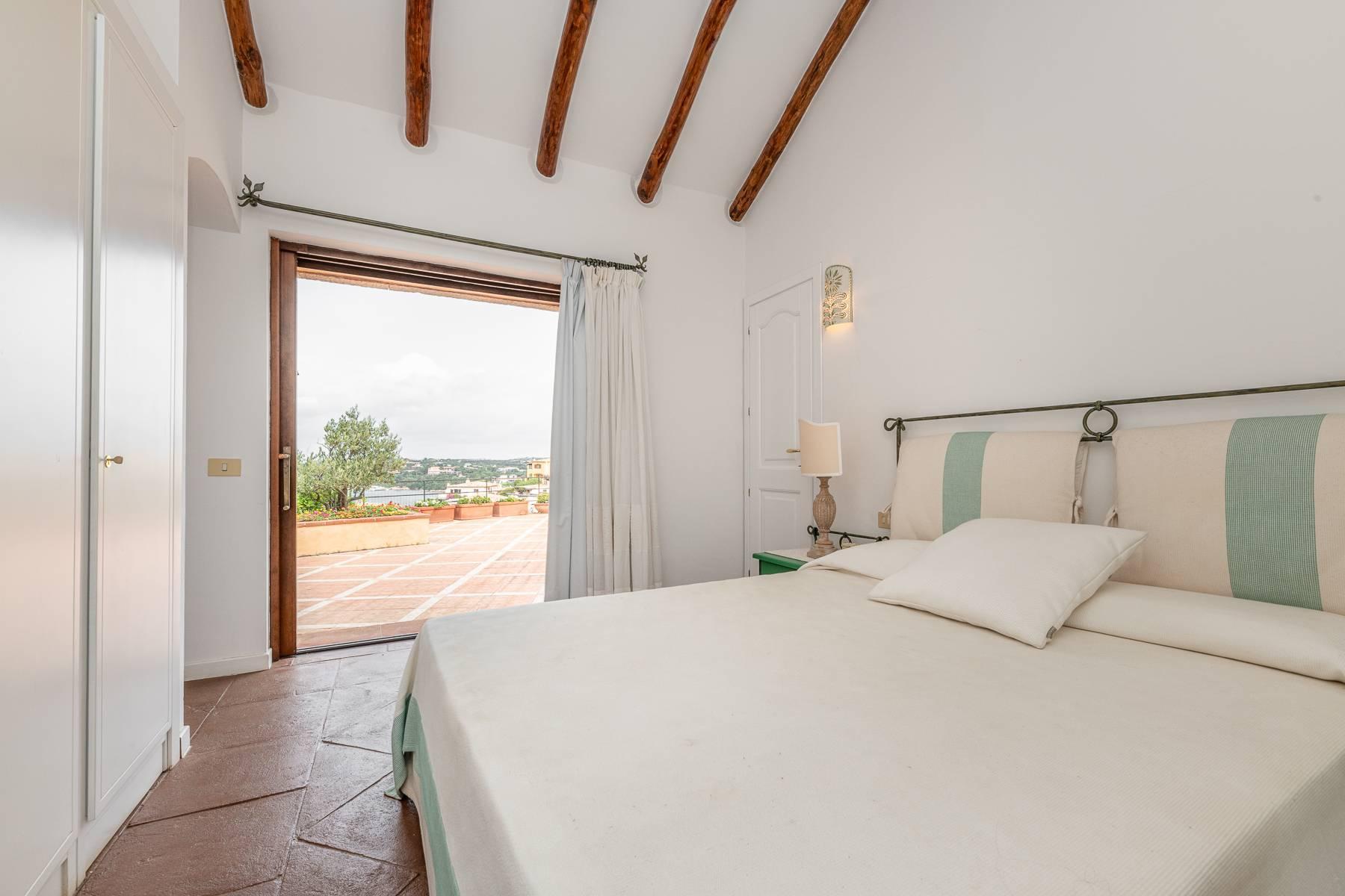 Importante villa indipendente con un impareggiabile panorama, nel cuore di Porto Cervo. - 16
