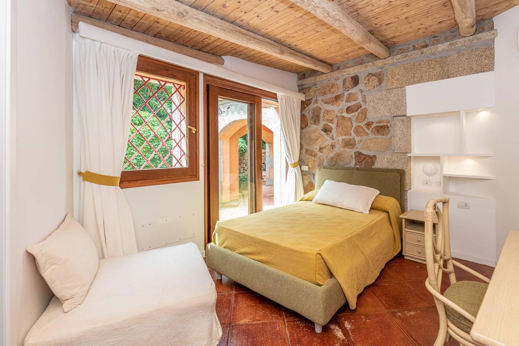 Importante villa indipendente con un impareggiabile panorama, nel cuore di Porto Cervo. - 22