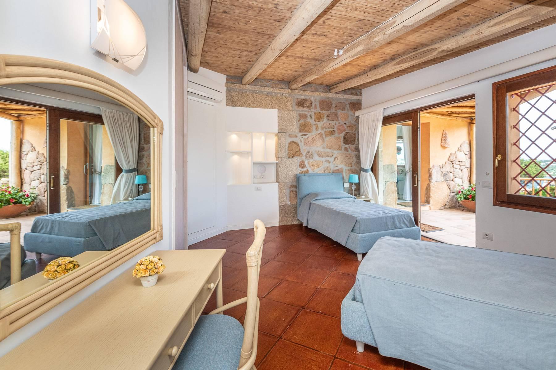 Importante villa indipendente con un impareggiabile panorama, nel cuore di Porto Cervo. - 19