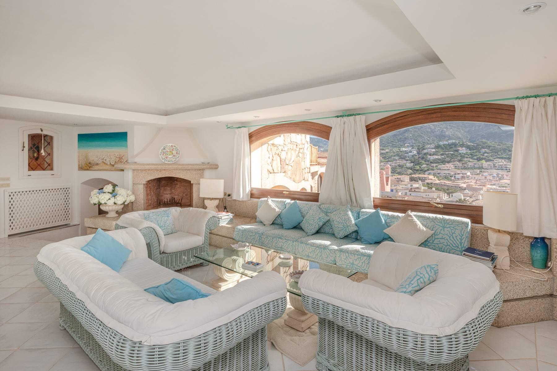 Importante villa indipendente con un impareggiabile panorama, nel cuore di Porto Cervo. - 8