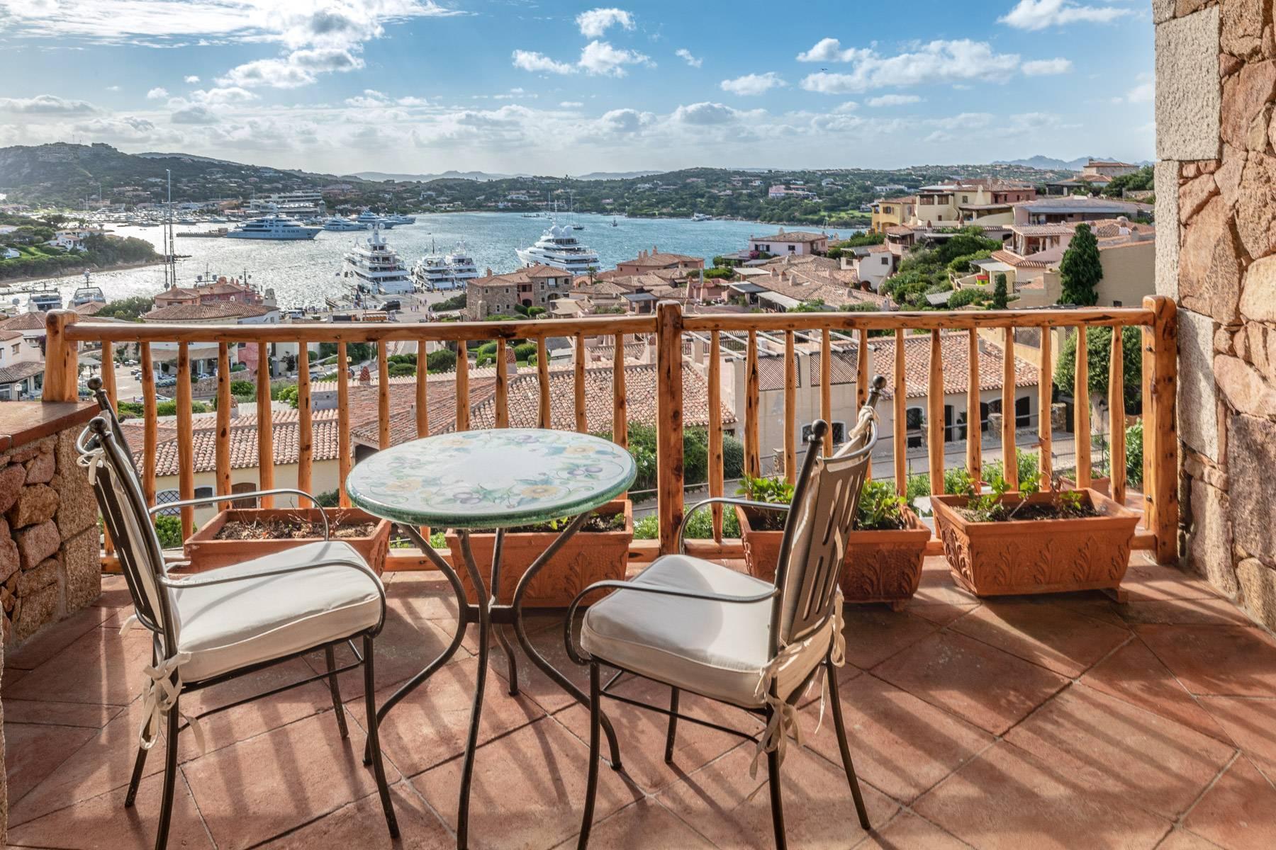 Importante villa indipendente con un impareggiabile panorama, nel cuore di Porto Cervo. - 13