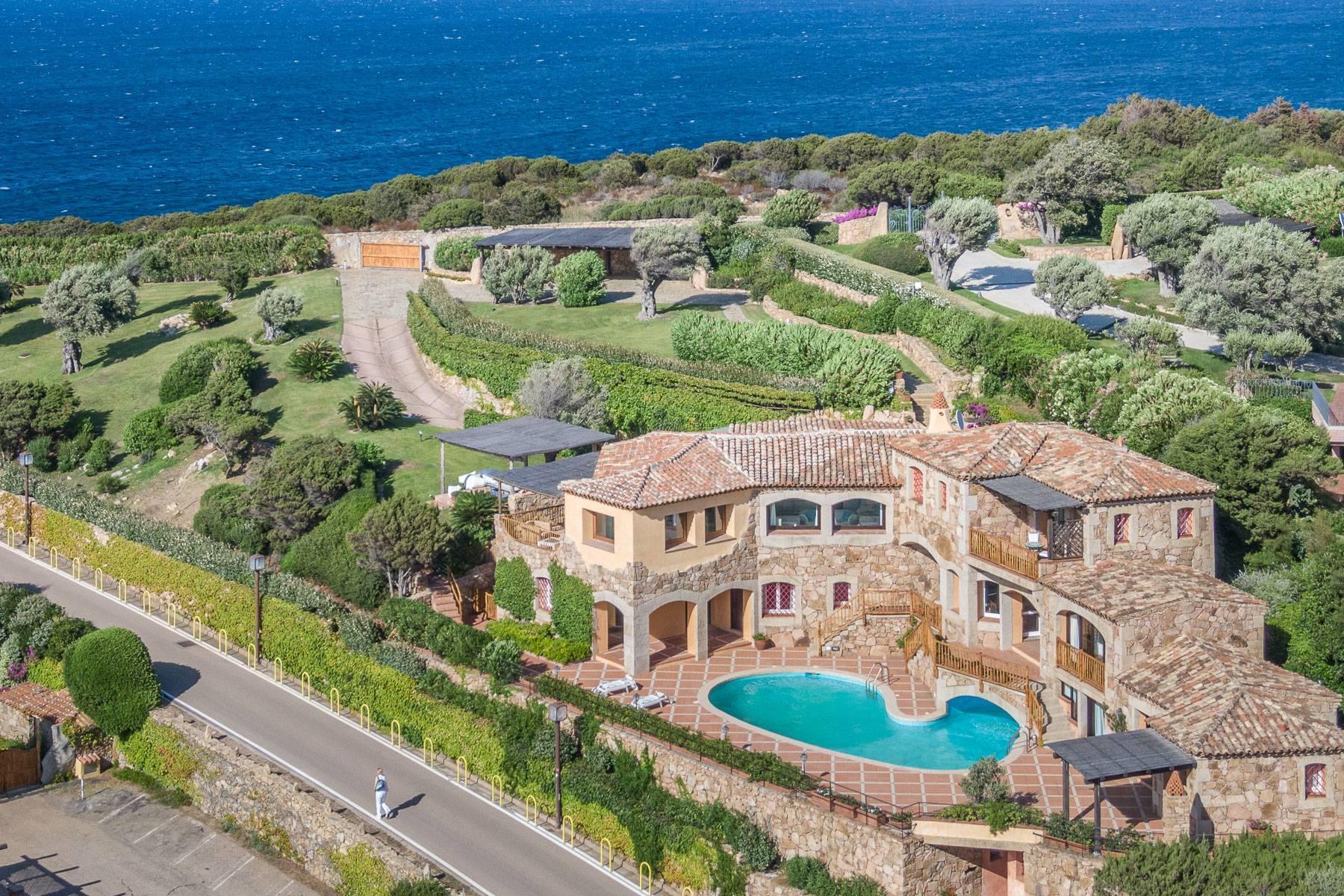 Importante villa indipendente con un impareggiabile panorama, nel cuore di Porto Cervo. - 1