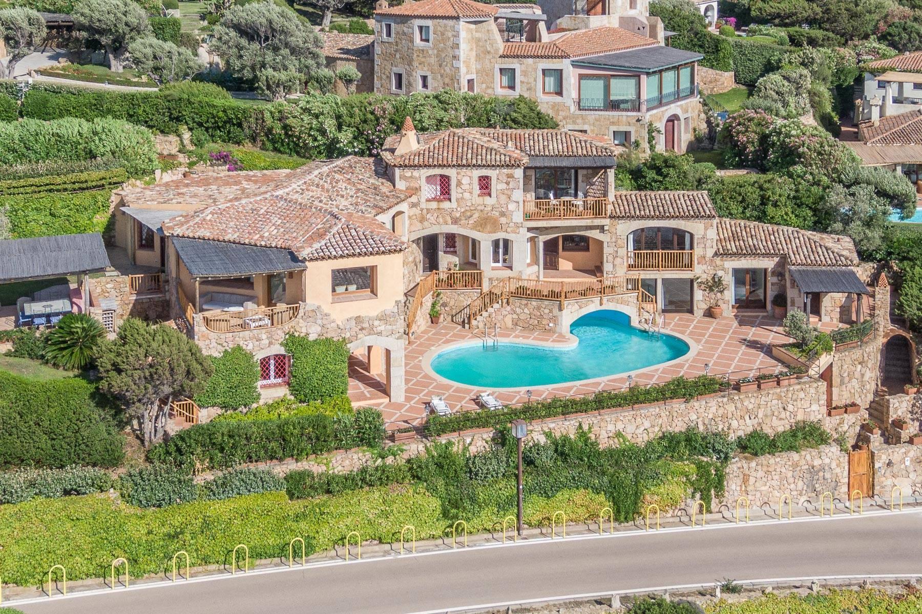 Importante villa indipendente con un impareggiabile panorama, nel cuore di Porto Cervo. - 29