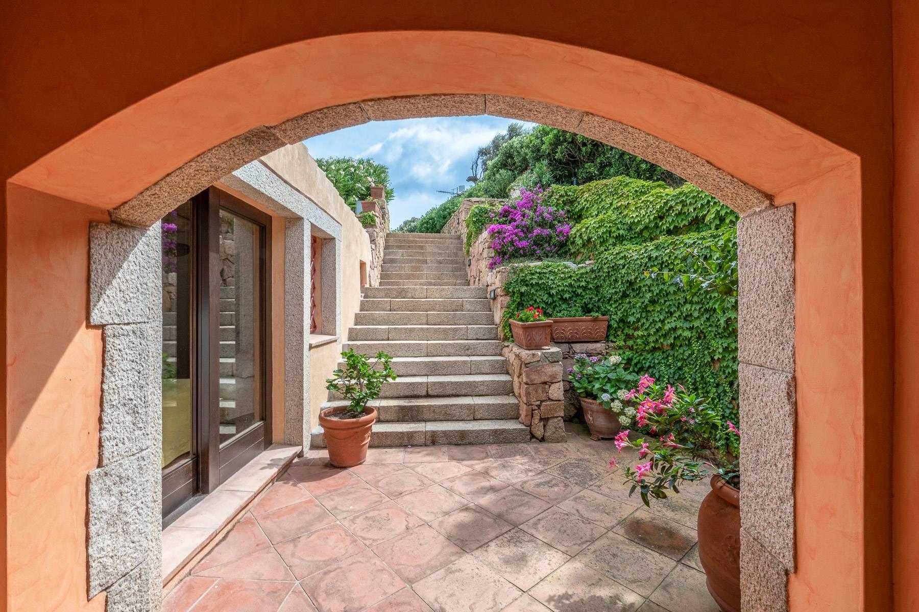 Importante villa indipendente con un impareggiabile panorama, nel cuore di Porto Cervo. - 26