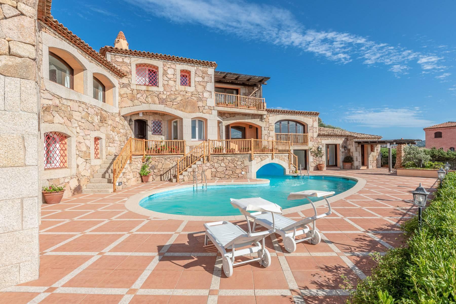 Importante villa indipendente con un impareggiabile panorama, nel cuore di Porto Cervo. - 3