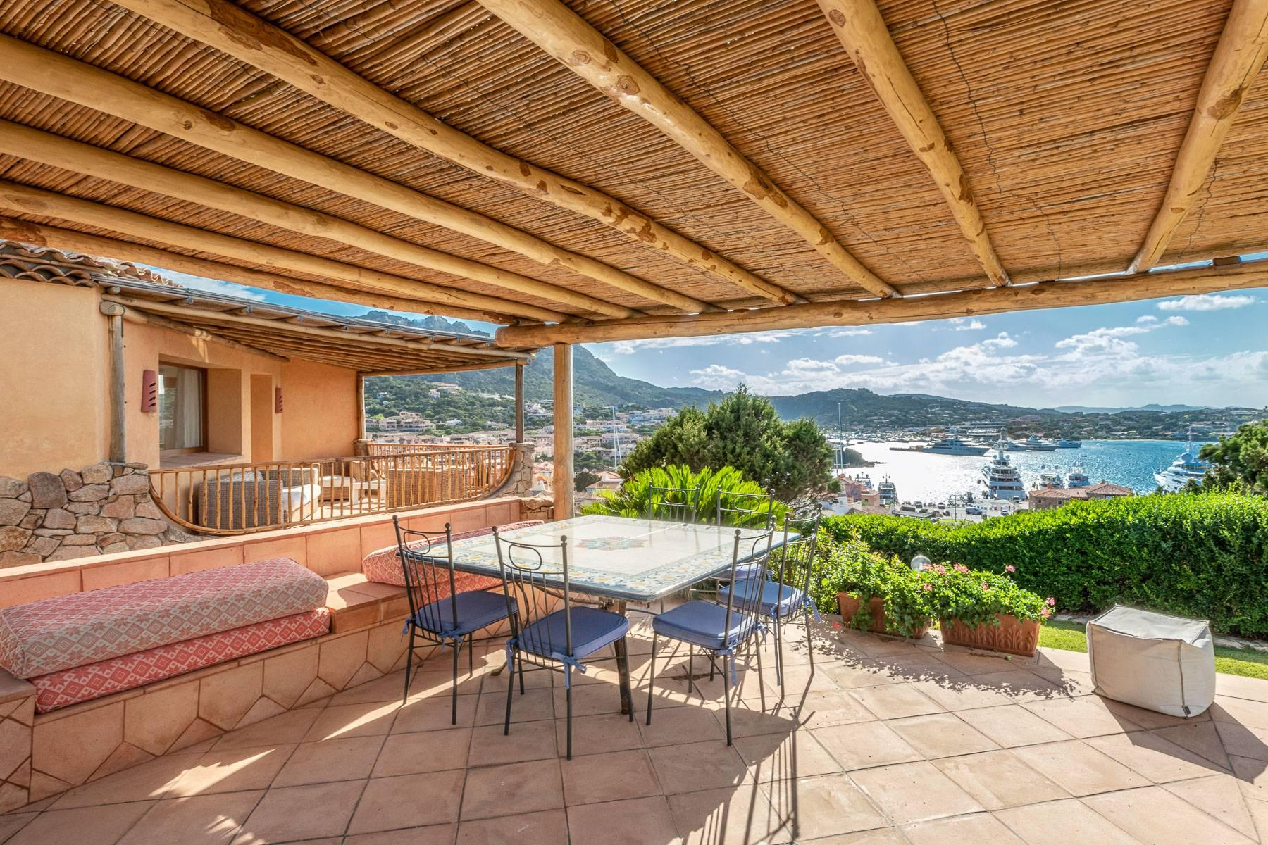 Importante villa indipendente con un impareggiabile panorama, nel cuore di Porto Cervo. - 27