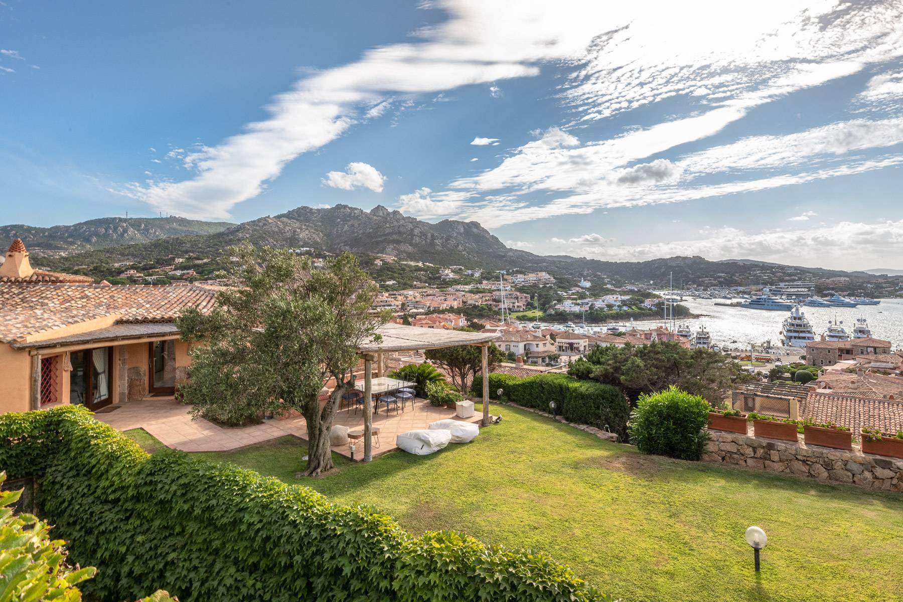Importante villa indipendente con un impareggiabile panorama, nel cuore di Porto Cervo. - 28