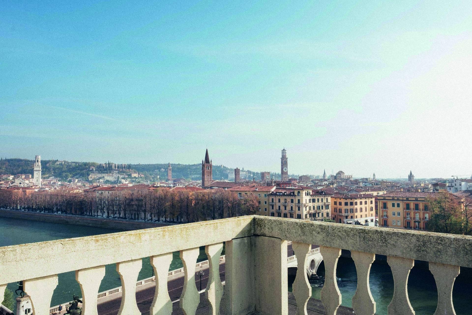 Elegante Wohnung in einem herrschaftlichen historischen Gebäude mit Blick auf den Adige - 1