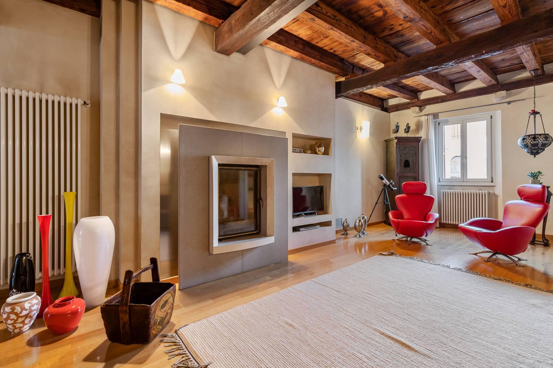Renoviertes Gebäude aus dem 15. Jahrhundert im historischen Zentrum von Serravalle, Heimat des Malers Antonello Da Serravalle - 5