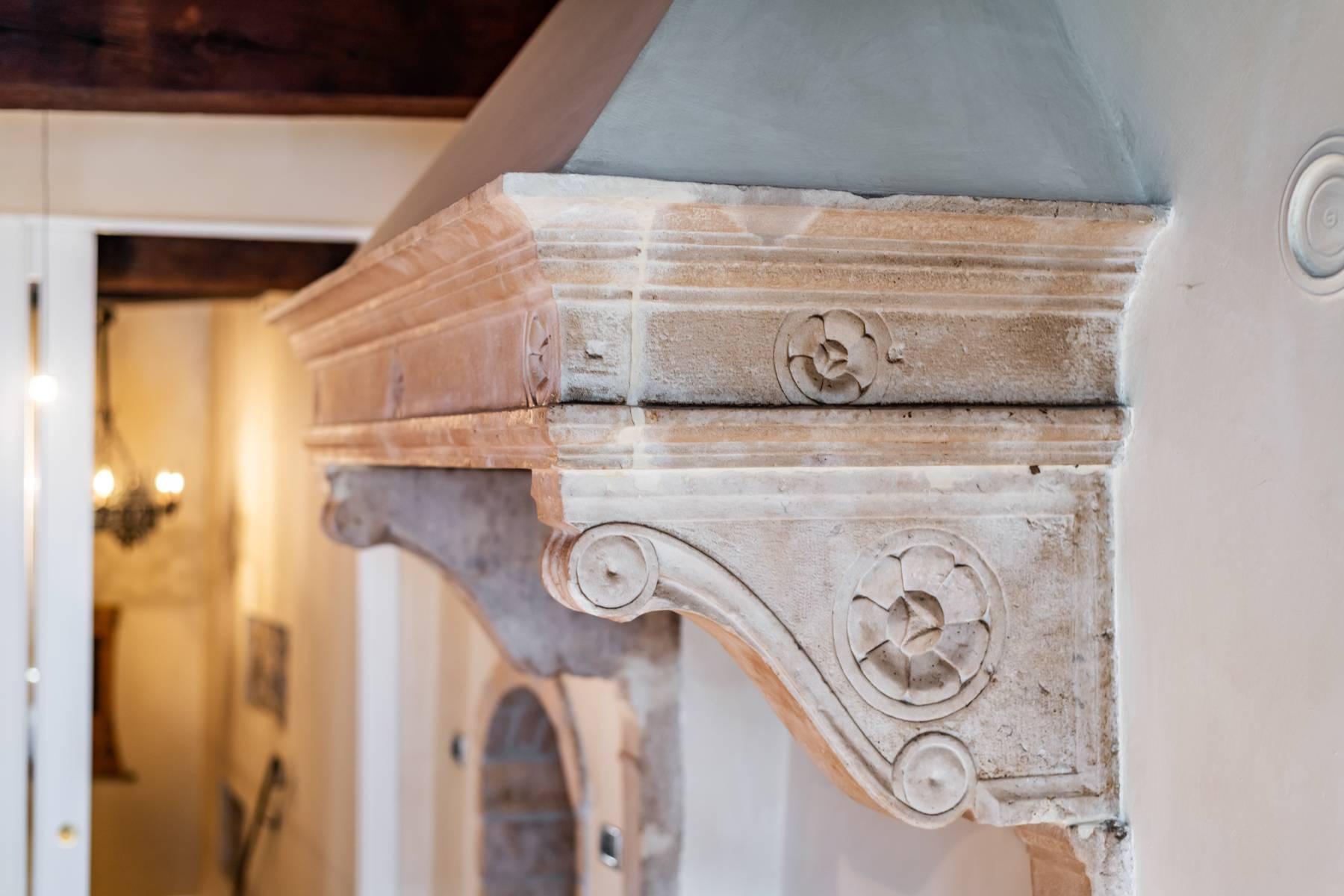 Renoviertes Gebäude aus dem 15. Jahrhundert im historischen Zentrum von Serravalle, Heimat des Malers Antonello Da Serravalle - 8