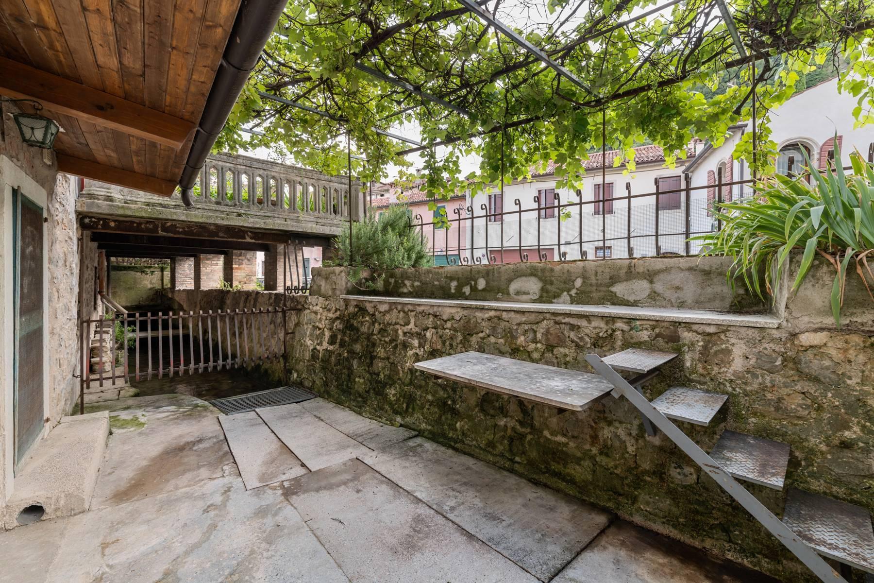 Renoviertes Gebäude aus dem 15. Jahrhundert im historischen Zentrum von Serravalle, Heimat des Malers Antonello Da Serravalle - 21