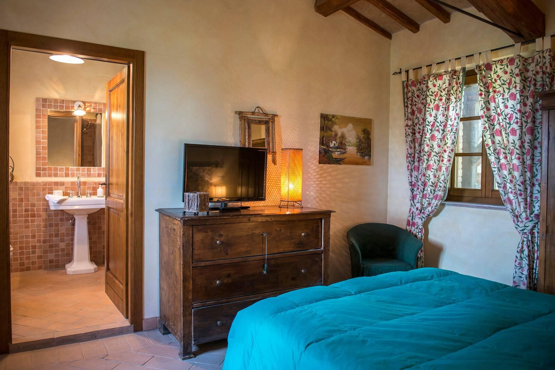 Stunning Farmhouse with pool on the border between Tuscany and Umbria - 24