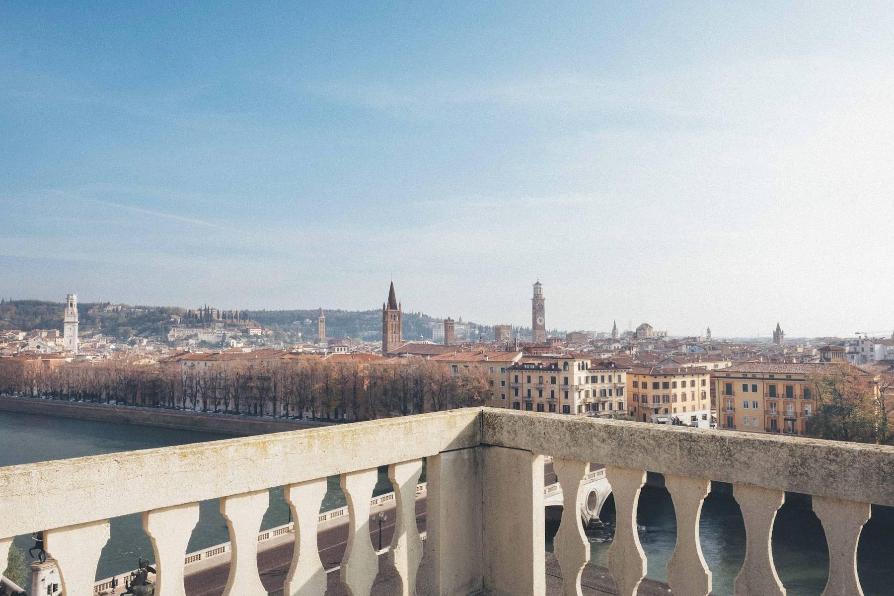 Herrliche Wohnung in einem eleganten historischen Gebäude mit Blick auf den Adige - 1