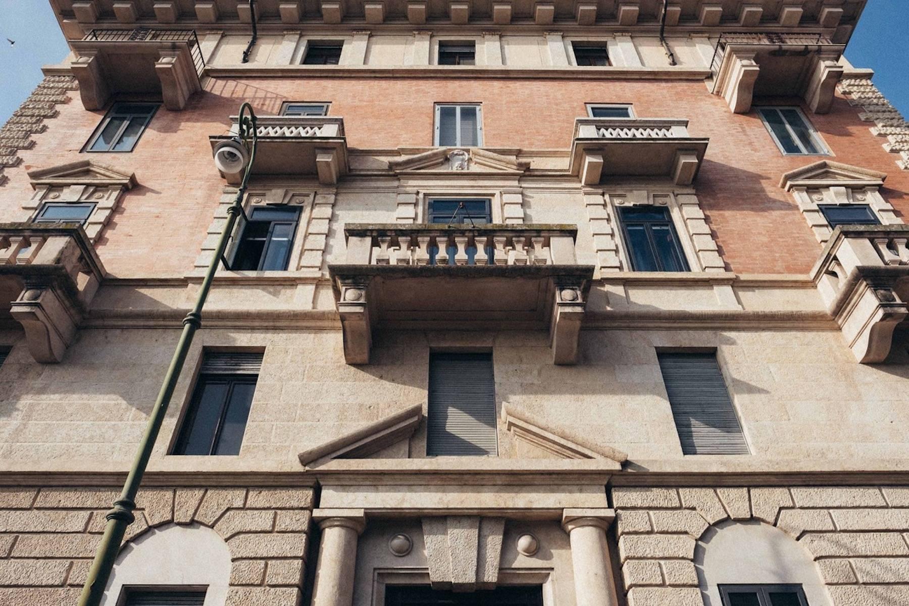 Herrliche Wohnung in einem eleganten historischen Gebäude mit Blick auf den Adige - 10