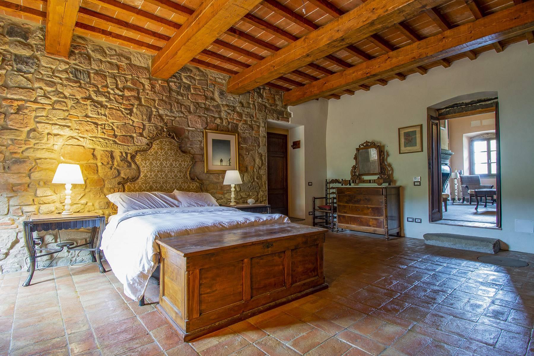Panorama-Renaissance-Villa mit Garten im italienischen Stil - 13