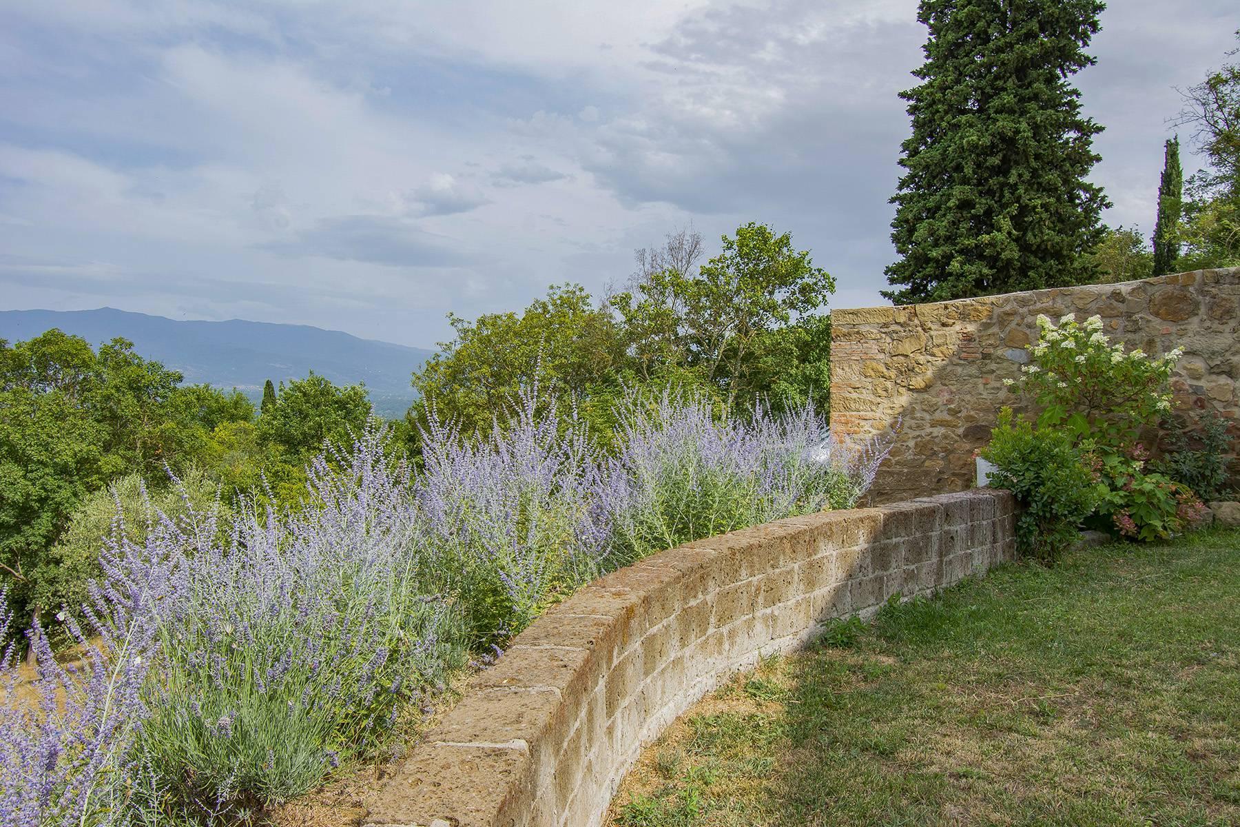 Panorama-Renaissance-Villa mit Garten im italienischen Stil - 33
