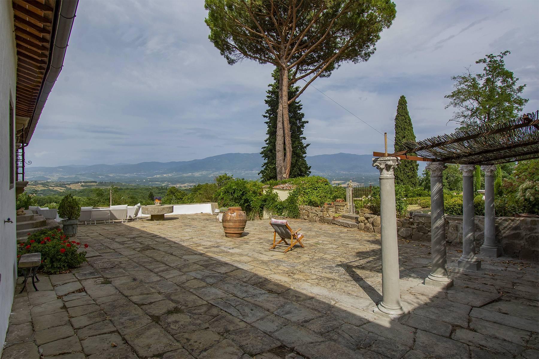 Panorama-Renaissance-Villa mit Garten im italienischen Stil - 3