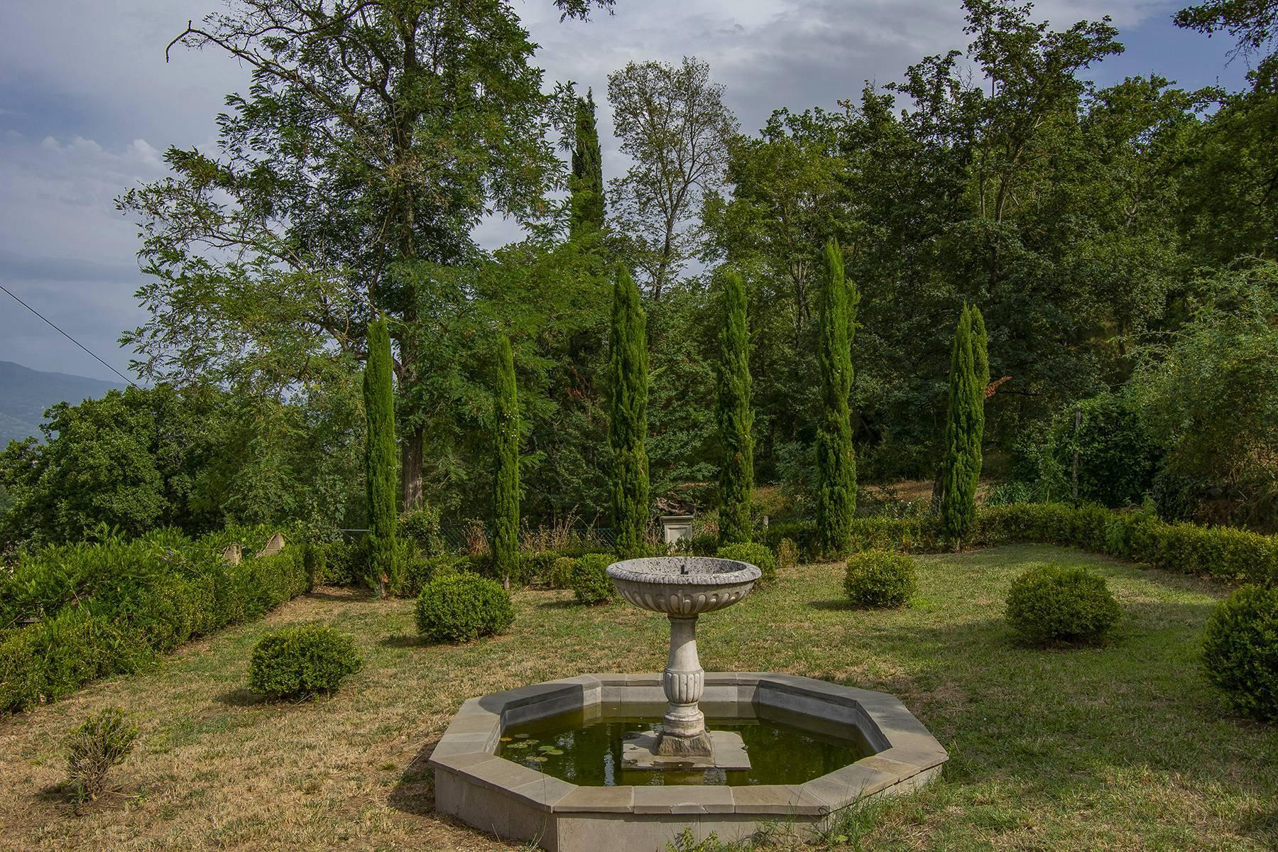 Panorama-Renaissance-Villa mit Garten im italienischen Stil - 36