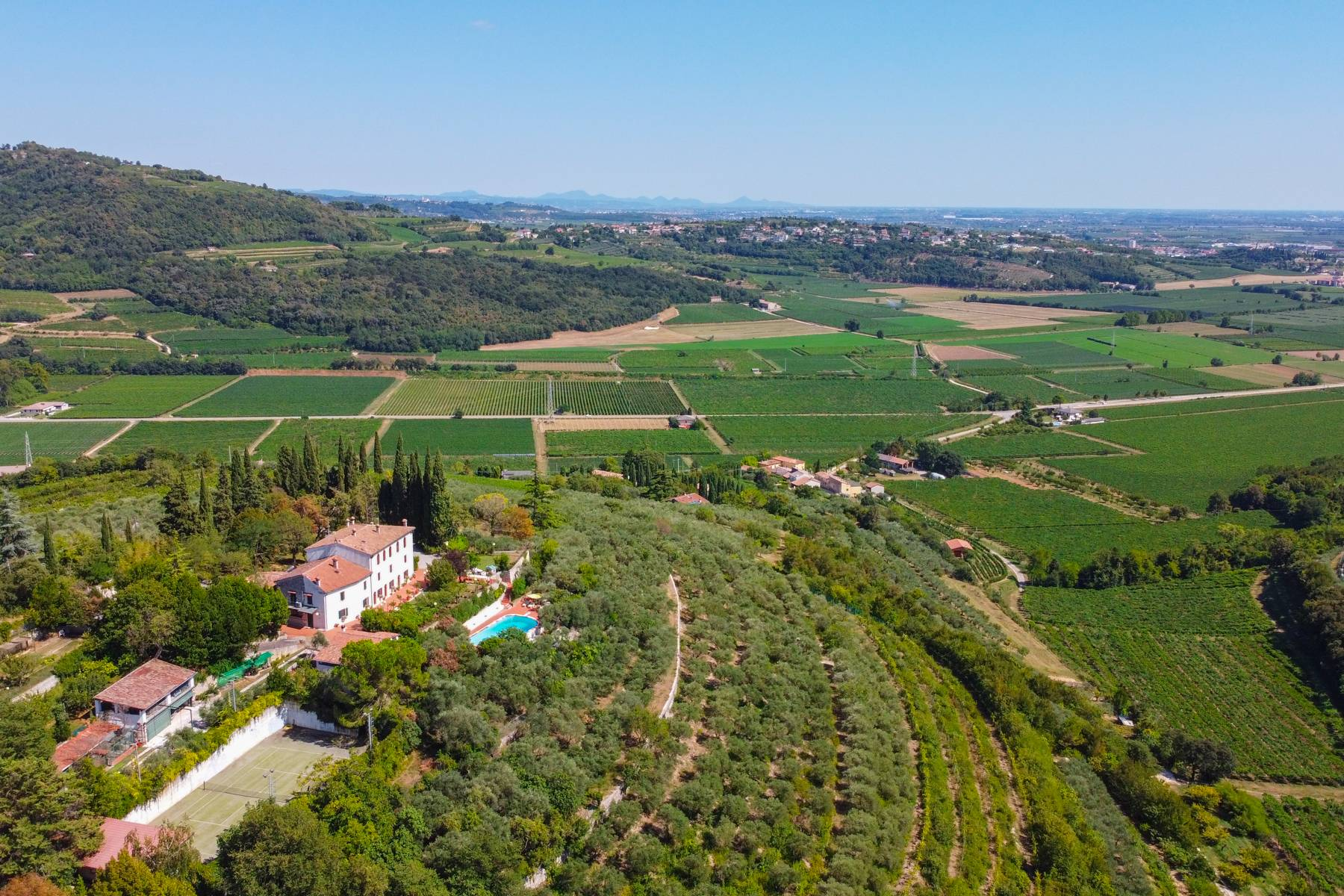 Historic country villa with swimming pool, tennis court and estate on the hills of Verona - 3