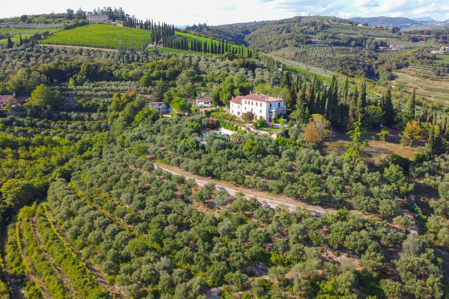 Historic country villa with swimming pool, tennis court and estate on the hills of Verona - 1
