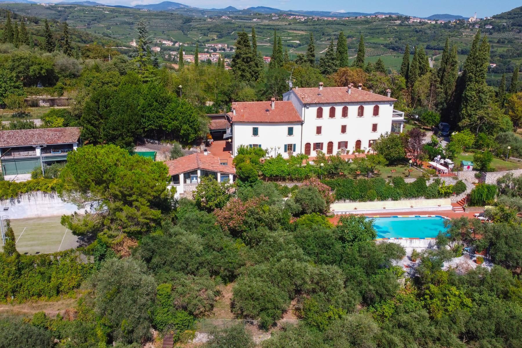 Storica villa di campagna con piscina e campo da tennis con tenuta nelle colline veronesi - 26