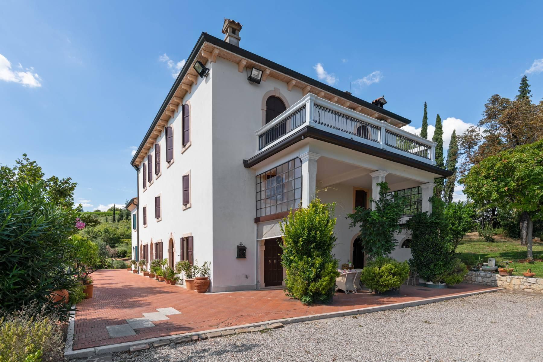 Historic country villa with swimming pool, tennis court and estate on the hills of Verona - 2