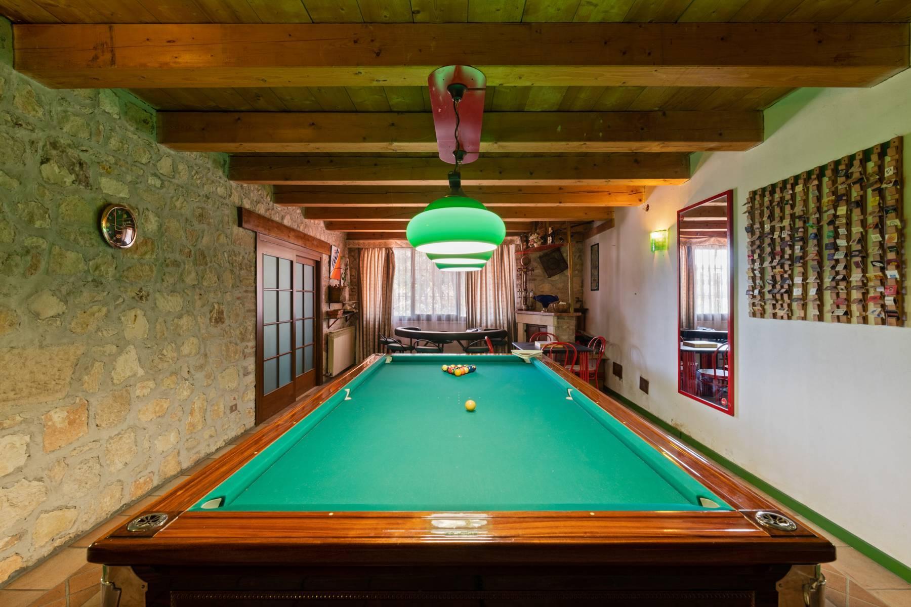 Storica villa di campagna con piscina e campo da tennis con tenuta nelle colline veronesi - 12