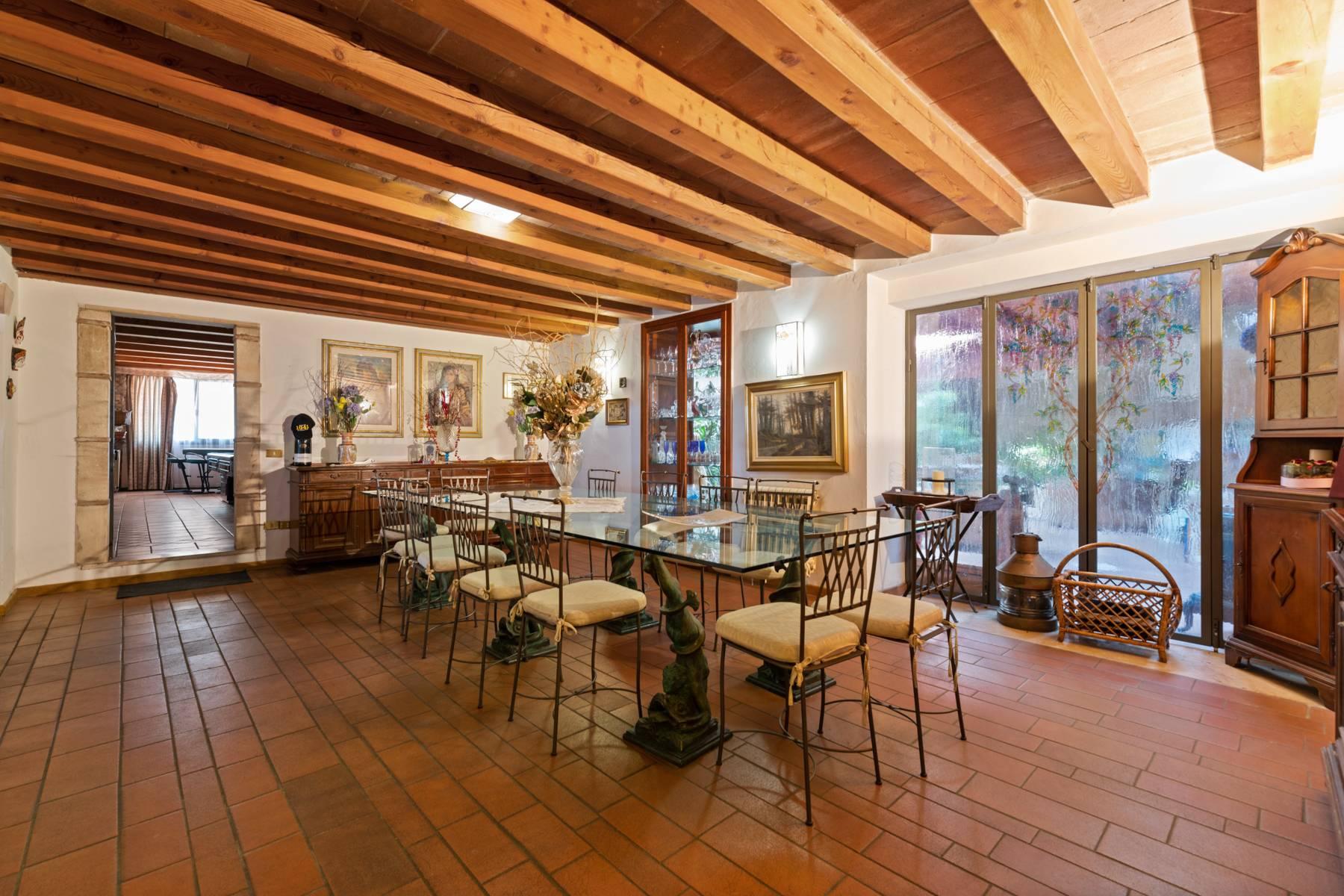 Storica villa di campagna con piscina e campo da tennis con tenuta nelle colline veronesi - 11
