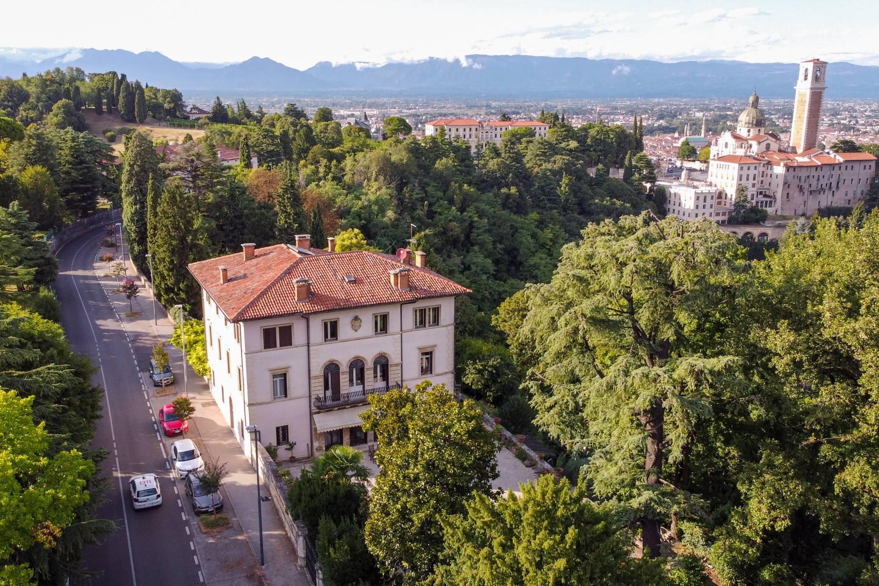 Elegante villa storica con parco privato sulla sommità del Monte Berico - 31