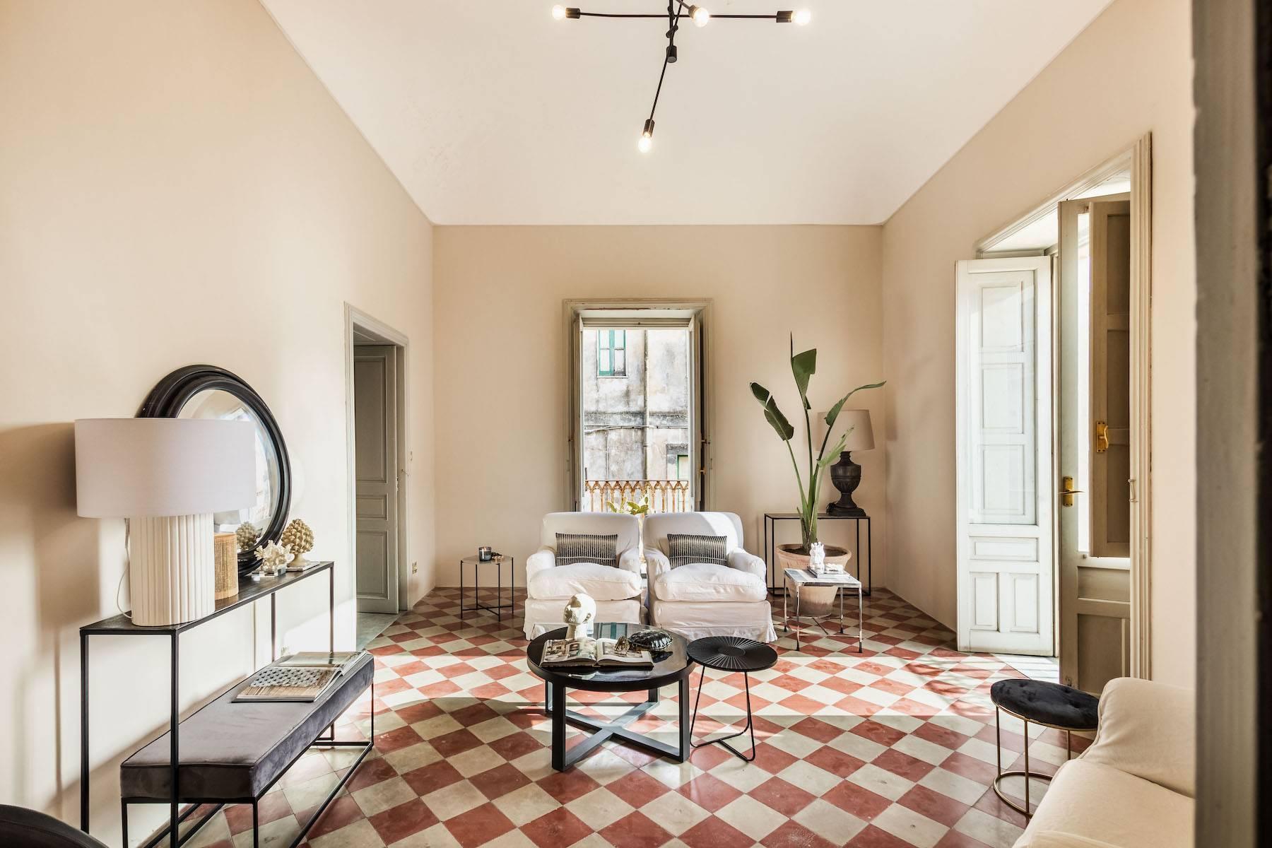 Elegante appartamento con terrazzo nel centro storico di Noto - 2
