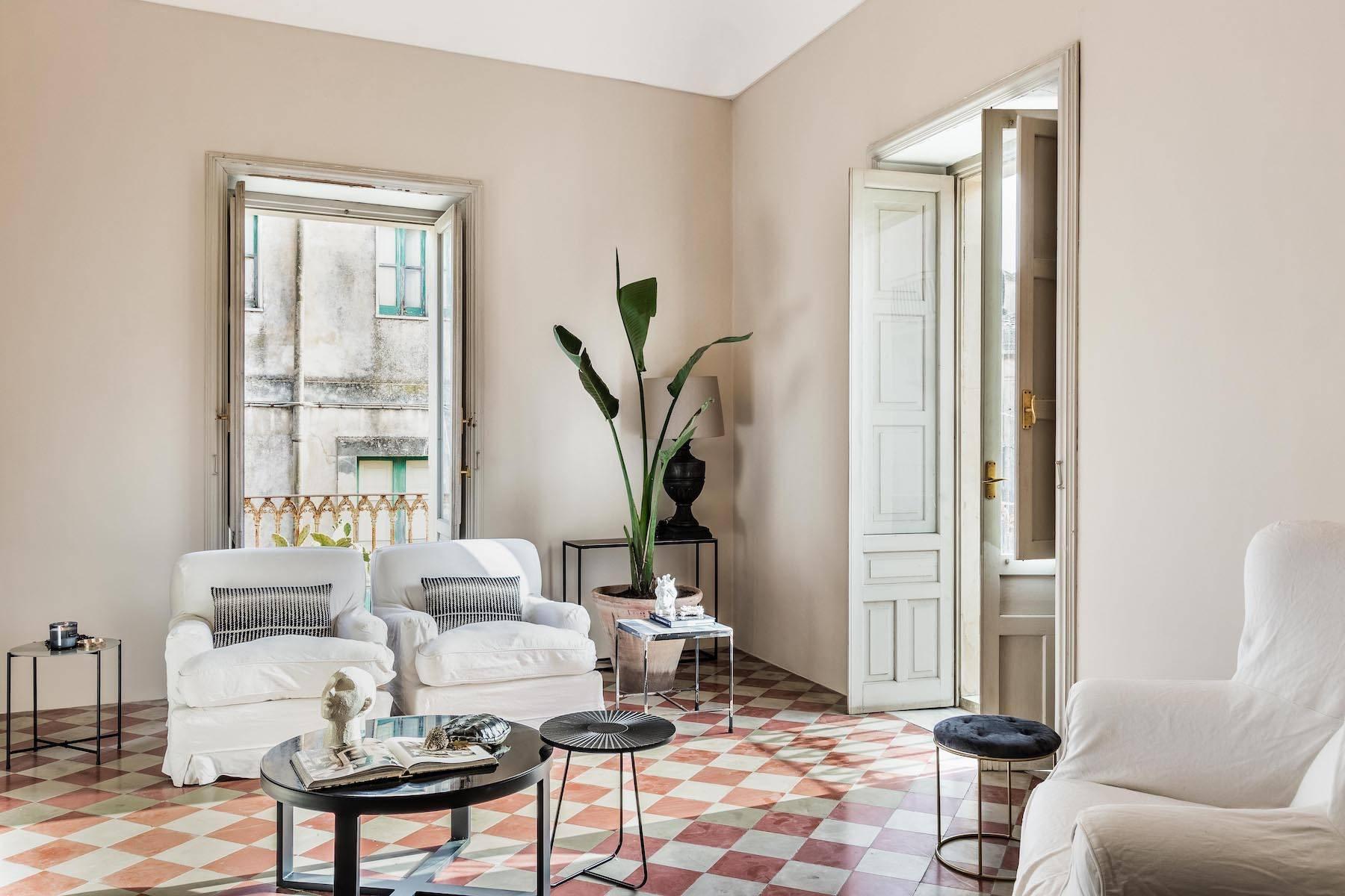 Elegante appartamento con terrazzo nel centro storico di Noto - 6
